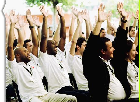 Todos os participantes da Atividade Motivacional Escola de Samba são envolvidos num ambiente de descontração e alegria